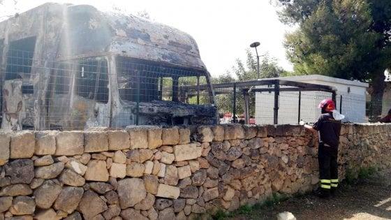 """Vigile del fuoco morto a Taranto, il comandante: """"Tragica fatalità ma incendio era doloso"""""""