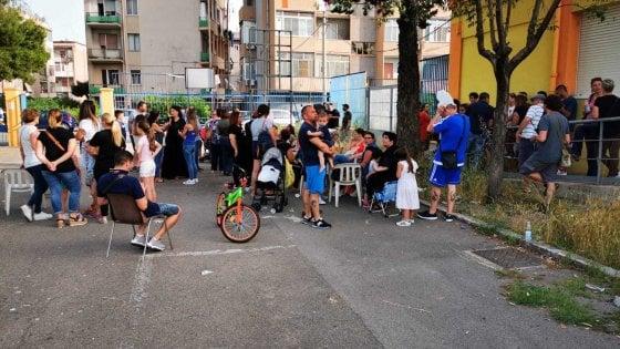 """Ex Ilva, i genitori di Taranto occupano la scuola vicino al Siderurgico: """"I nostri figli in pericolo"""""""