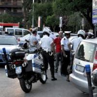 Foggia, motociclista pirata travolge vigile urbano a un posto di blocco: l'agente è grave