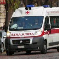 Bari, bimbo di 3 anni cade sporgendosi dalla finestra al settimo piano e si salva