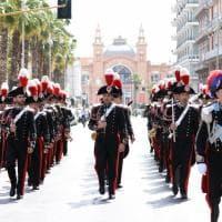 Bari, il grande caldo non ferma l'orchestra dei carabinieri: il concerto per i 205 anni dell'Arma