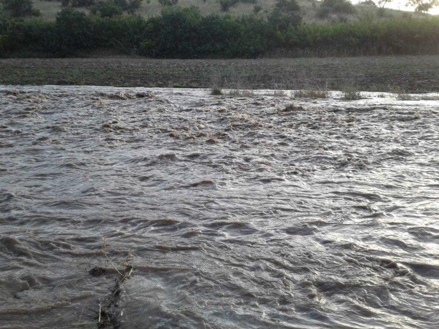 Puglia, si rompe tubatura: valanga d'acqua nelle campagne di Minervino Murge