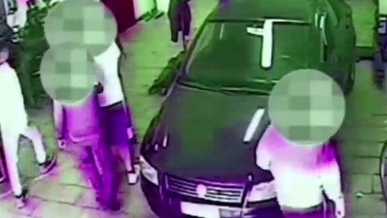 Bari, due studenti picchiati da una baby gang: 7 denunciati, c'è anche il nipote del boss di Japigia