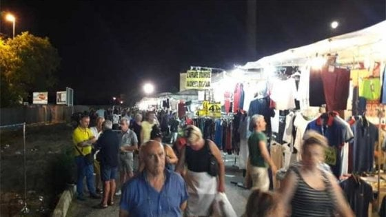"""Bari, a luglio e agosto tornano le aperture serali dei mercati: """"Shopping più piacevole"""""""