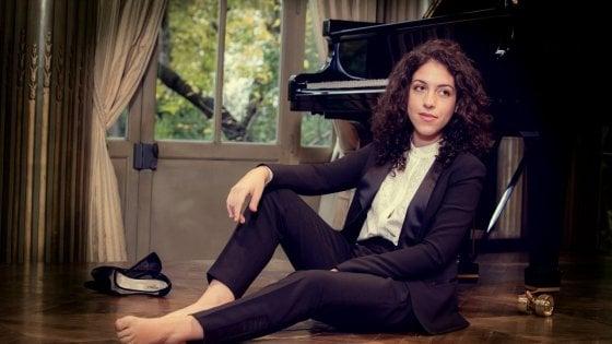 """Un pianoforte di legno di ulivo per Beatrice Rana: """"Suono tra le piante malate di xylella nel mio Salento"""""""