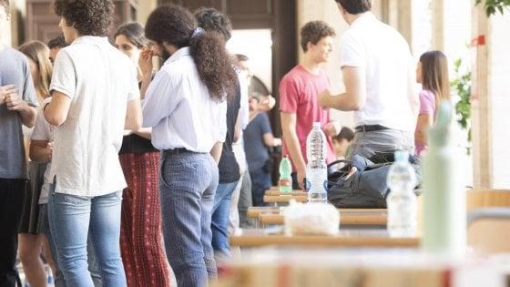 Maturità, scuola di Foggia sbaglia un codice e arriva il plico errato: l'esame inizia in ritardo