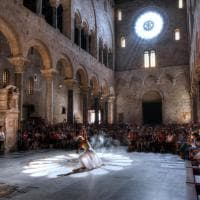 Bari, il sole nella cattedrale segna l'inizio dell'estate