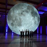 Bari, la luna di Luke Jerram al Politecnico: 3 giorni per ammirare questa meraviglia