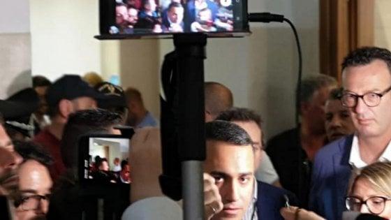 Ex Ilva, Di Maio a Taranto con i suoi ministri: il vicepremier teme l'uscita di Mittal e non incontra gli ambientalisti