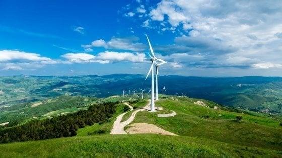 Regione Puglia, blitz della guardia di finanza: nel mirino autorizzazioni ai parchi eolici
