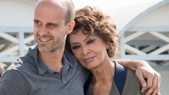 """Sophia Loren gira a Bari e la città si ferma: stop al traffico e divieti di sosta. """"Qui la storia del cinema"""""""