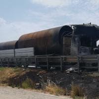 Barletta, prende fuoco la cabina di un tir sulla statale 16: l'autista riesce a mettersi in salvo