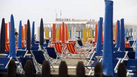 """""""Avete l'Aids, qui non potete più entrare"""": spiaggia nel Barese rifiuta 13 persone malate"""