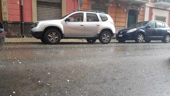 """Maltempo, a Bari grandinata violenta e raffiche di vento: """"Allerta meteo per le prossime ore"""""""