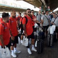 Calcio, il Bari riparte. Tutti in treno verso il ritiro di Bedollo