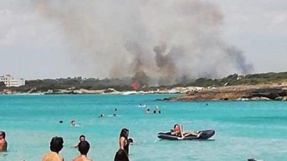 Gallipoli, vasto incendio nell'area protetta: un morto. Evacuato un hotel