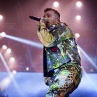 Molfetta, paura al concerto di Salmo: cede una transenna e il rapper calma il pubblico evitando incidenti