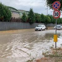 Maltempo, temporale e strade allagate a Bari: allerta arancione su tutta