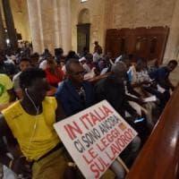 Bari, braccianti stranieri occupano la basilica di San Nicola con Aboubakar Soumahoro:...