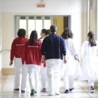Ospedale di Monopoli, 9 medici arrestati per assenteismo: timbrava il parcheggiatore...
