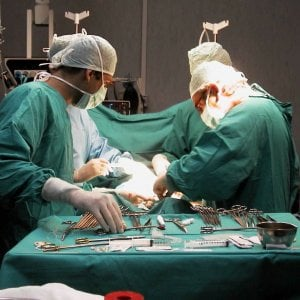 Bari, madre di 35 anni muore dopo intervento di bendaggio gastrico per dimagrire