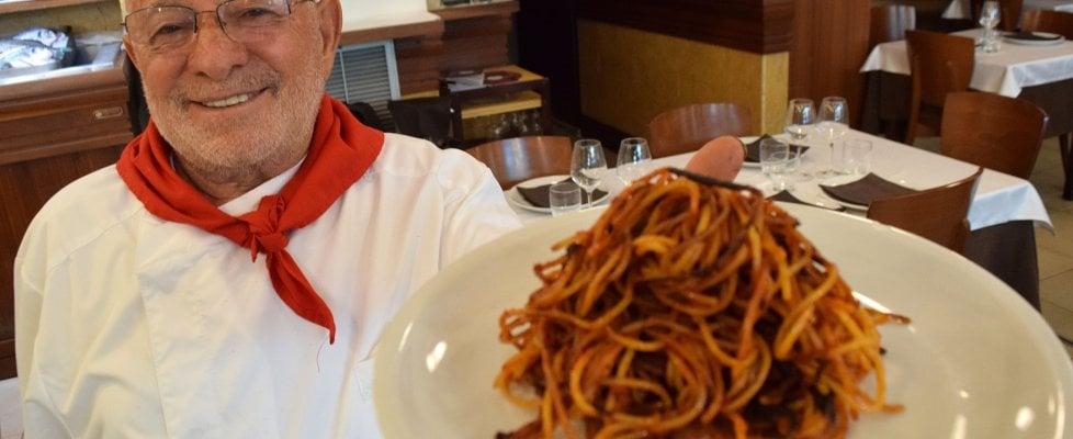 Spaghetti all'assassina, quello che c'è da sapere sul piatto cult barese e 10 posti dove mangiarli