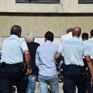 Ospedale di Monopoli, 9 medici arrestati per assenteismo: timbrava il parcheggiatore abusivo