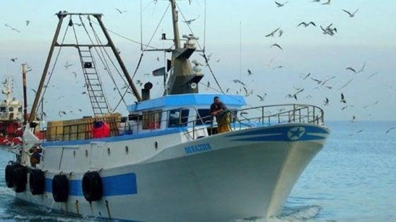 Pescatori pugliesi sconfinano in acque croate: trattenuti per un giorno e rilasciati