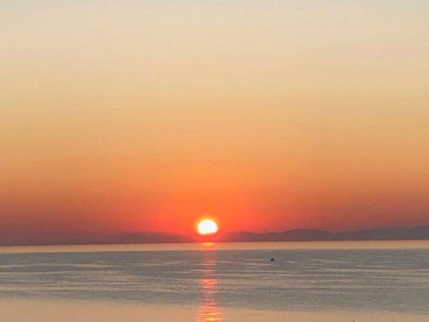 L'alba di Otranto: il sole spunta dalle montagne albanesi