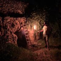 In Puglia vacanze alla Indiana Jones: il tour notturno nell'antico villaggio rupestre