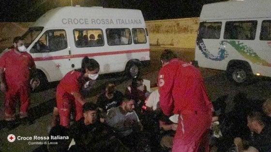 Otranto, 16 migranti sbarcano in Salento dopo una traversata in barca a vela