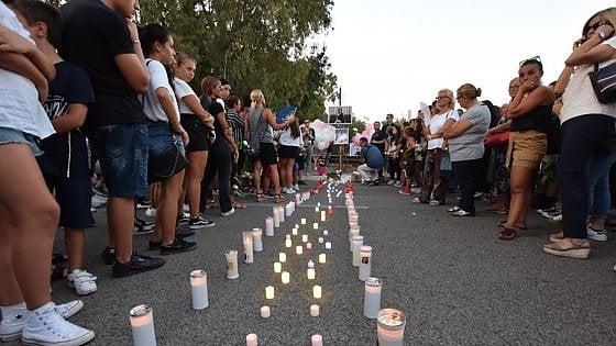 """Bari, lumini e fiammelle per Giorgia uccisa da un'auto a 18 anni: """"Un fiore reciso troppo presto"""""""