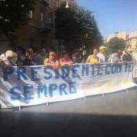 """Il premier Conte nella sua Foggia per firmare contratto di sviluppo.  I sostenitori: """"Non..."""