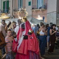 Monopoli, una Madonna nera alla festa patronale: è mistero sulla provocazione