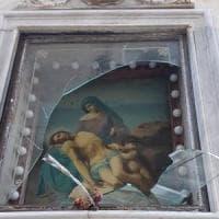 Lecce, vandali in azione nel centro storico: danneggiata la preziosa edicola della Pietà