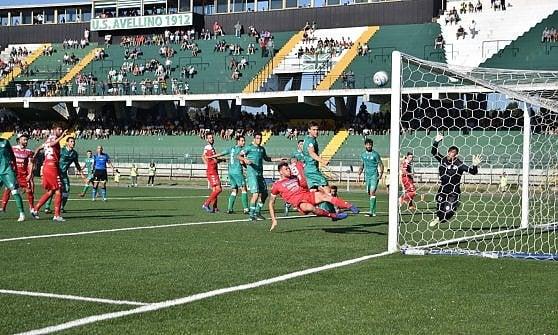Il Bari perde 1-0 ad Avellino ed è fuori dalla Coppa Italia. Antenucci sotto tono non incide