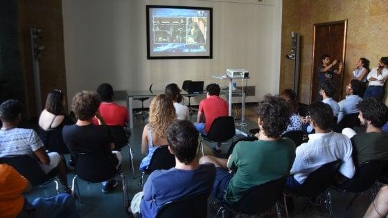 Bari, la crisi di governo come una partita: tra gli studenti-tifosi divisi tra governo politico e governo tecnico