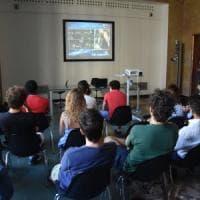 Bari, la crisi di governo come una partita: tra gli studenti-tifosi divisi tra governo...
