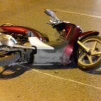Bari, caduta in scooter sul lungomare: due ventenni in prognosi riservata
