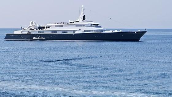 """Turismo in Puglia, nuovo attacco di Briatore: """"Robe da pazzi a Gallipoli, yacht di 60 metri mandato via"""""""