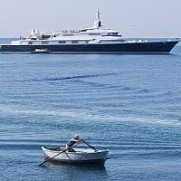 """Turismo in Puglia, nuovo attacco di Briatore: """"Robe da pazzi a Gallipoli, yacht di 60..."""