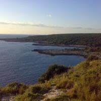 Salento, troppi turisti nella Palude del capitano: il sindaco di Nardò vieta bagni e pesca