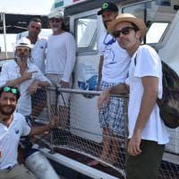 Taranto, Manuel Agnelli e gli Afterhours in barca per vedere lo spettacolo dei delfini