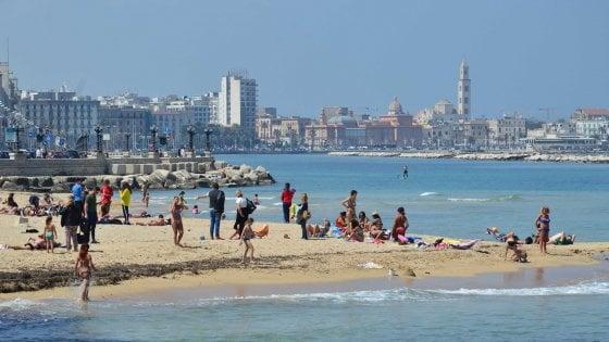 """""""Un gelato in cambio di un rifiuto di plastica"""": l'iniziativa a Bari per ripulire la spiaggia di Pane e pomodoro"""