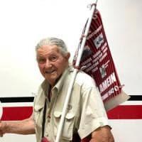 Calcio, tifoso 94enne da 82 anni segue il Foggia: la società gli regala