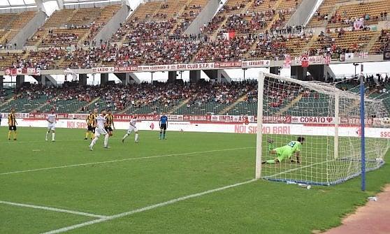 02/09/19 Il Bari crolla al San Nicola battuto 3-1 dalla Viterbese: difesa disastrosa, non basta il g 202056838-107903db-01b4-4cd1-89d4-d621d6b30197