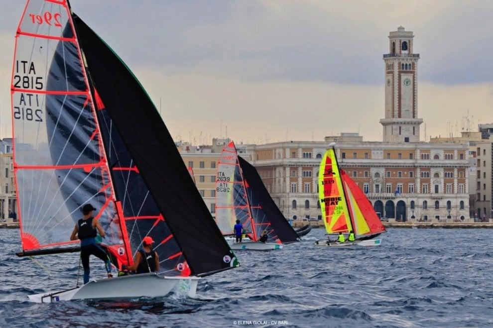 Duecento vele colorano il lungomare: a Bari lo show dei campionati giovanili