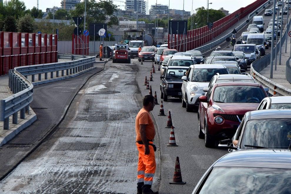 Bari, traffico in tilt sul ponte Adriatico per i lavori in corso