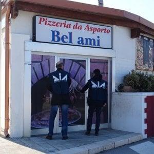 Bari, riciclava i soldi dei clan: confiscate le sue pizzerie a Santo Spirito, Palese e Bitonto