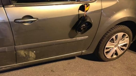 """Bari, non paga il parcheggiatore abusivo: auto sfregiata. Lo sfogo di una 23enne: """"Sindaco, sono stanca..."""""""